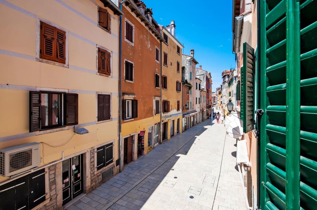 Carera street